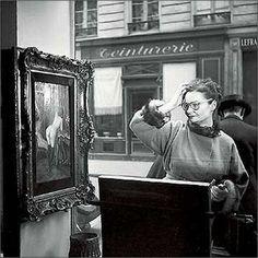 """La Dame Indignée, Robert Doisneau. De la serie """"La vitrine de Romi"""" 1948"""