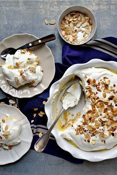 Doce Brilhante - Basta Cheio Chef Recipes, Sweet Recipes, Snack Recipes, Portuguese Desserts, Portuguese Recipes, Almond Tart Recipe, Candy Cakes, Cheesecakes, Desert Recipes