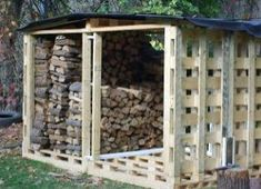 Country Lore: Pallet Firewood Shed - Homesteading and Livestock Woodshed Made From Pallets Pallet Shed, Pallet Crates, Old Pallets, Wooden Pallets, Pallet Barn, Pallet House, Firewood Shed, Firewood Storage, Pallet Storage