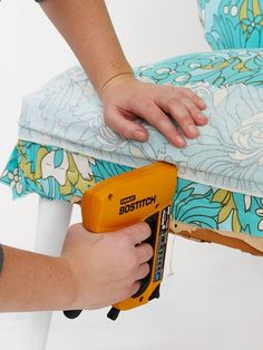 How to upholster a chair... Wonderful step by step tutorial with pictures!!