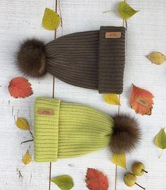 А вот и наши малышки☺️ 🍂Прошу любить и жаловать🙌🏻😜 #шапка#шапки#шапкаекб#шапкиекб#шапкиекатеринбург#шапкаспомпоном#шапкасмехом#шапкассоболем#соболь#меховойпампон#меринос#шапкаизмериноса#knitting#hats#knit#knittinghats#вязание#aplis#aplishats#