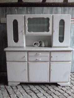Sehr gut erhaltenes restauriertes zweiteiliges for Küchenbuffett