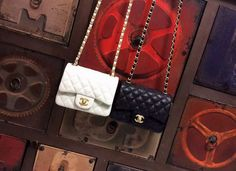 Chanel Classic Bag flap bag caviar White