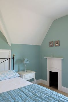 SPARE ROOM An inspirational image from Farrow and Ball - A bedroom with walls in Green Blue nr 84 Estate Emulsion and ceiling/trim in Wimborne White nr 239 Estate Emulsion and Estate Eggshell. Duck Egg Blue Bedroom, Bedroom Green, Bedroom Loft, Home Bedroom, Duck Egg Blue Paint, Bedroom Furniture, Duck Egg Blue Farrow And Ball, Duck Egg Blue Kitchen Walls, Beach Cottage Bedrooms