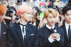 renjun pics в Твиттере: «where do i find someone who looks at me like mark and jaemin look at renjun… Nct Dream Jaemin, Listening To Music, Taeyong, Jaehyun, Nct 127, Boy Groups, Beautiful People, Kpop, Culture