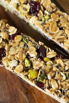 Make a batch of these cranberry pistachio granola bars to take as a snack to the beach, pool, or even plane ride for happy campers while traveling! Healthy Baking, Healthy Treats, Healthy Food, Snack Recipes, Cooking Recipes, Healthy Recipes, Good Food, Yummy Food, Plane Ride