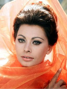 "Learn more about luscious style icon and actress, Sophia Loren (originally ""Sofia"" Loren) and enjoy our Sophia Loren photo gallery. Sophia Loren, Eyeliner For Beginners, Eyeliner Styles, Eyeliner Ideas, Eye Liner Tricks, Italian Actress, Eyeliner Tutorial, Winged Eyeliner, Eyeshadow Crease"