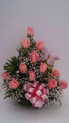 Arreglo de rosas rosadas Rosen Arrangements, Basket Flower Arrangements, Tropical Flower Arrangements, Artificial Flower Arrangements, Wedding Flower Arrangements, Deco Floral, Arte Floral, Floral Design, Church Flowers