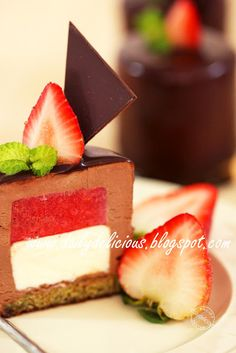 dailydelicious: Malice: Strawberry cheese and chocolate entremets