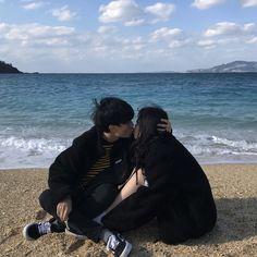 Pinterest : fernweh95 #couplegoals #couple #ulzzang #korea #korean #boys #girl #love