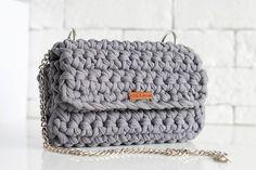 Сумочка цвета графит ждет свою хозяйку. 100% хлопок, металлическая фурнитура, ручка съемная. Можно стирать при 30С. Цена 2800₱/47$. Доставка по РФ 350₱. Задавайте вопросы, с удовольствием отвечу каждому. #Po_Letta #вязаныйклатч #вязанаясумка #клатч #сумка #ручнаяработа #стиль #мода #handmade #kniting #knitbags #knitclutch #bag #clutch #style #fashion #bags #russia #instagram #краснодар #сочи #crochet #crocheting #tshirtyarn #трикотажнаяпряжа #сумки #crochetbag #girl #вязание