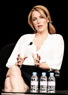 Welcome to Anderson Daily! A fan site dedicated to keep you updated on everything related to Golden Globe and Emmy award winning actress Gillian Anderson. Gillian Anderson, Girl Celebrities, Celebs, Chris Carter, Famous Women, Famous People, Sexy Older Women, Quites, Portraits
