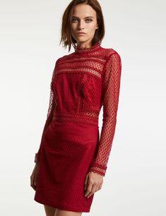 Robe en dentelle et guipure géométriques - Coupe ajustée - Col montant - Manches longues - Fermeture par un crochet et un zip dans le dos -  - Le mannequin mesure 1m75 et porte une taille 36. - Nom : 172-RMODA.N Mannequin, Bristol, High Neck Dress, Dresses With Sleeves, Couture, Lace, Long Sleeve, Sweaters, Crochet