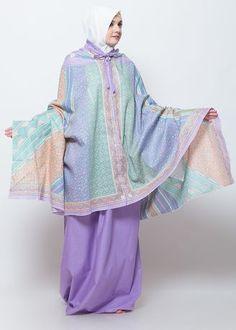 Satu set mukena 2in1 trendi yang memiliki detail batik sinarandengan warna lembut. Mukena ini dapat digunakan sebagai mukena reguler maupun mukena ponco. Dilengkapi dengan tas jinjing kecil yang praktis dan mudah dibawa saat bepergian. Size: lingkar wajah/leher 55/60cm, panjang atasan 95-110cm, panjang rok 110cm. Abaya Fashion, Fashion Dresses, Modern Abaya, Muslim Dress, Hijab Tutorial, Girl Hijab, Muslim Women, Kebaya, Modest Outfits