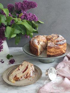 Jemná brioška s náplňou | Recepty - Mykitchendiary.sk Bagel, Camembert Cheese, French Toast, Bread, Baking, Breakfast, Food, Basket, Morning Coffee