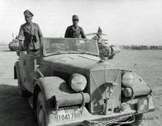 Rommel  North Africa  1942  .mucho alabar los vehiculos Mercedes Benz , pero tu llevas un Rolls.Royce.