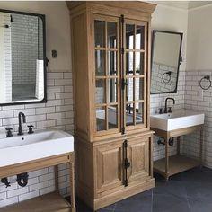 Gorgeous farmhouse bathroom. #ShowerSinks