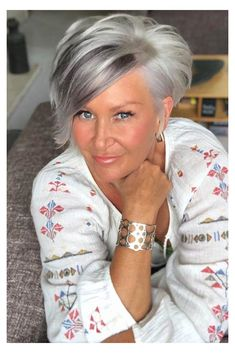 Over 60 Hairstyles, Popular Short Hairstyles, Mom Hairstyles, Short Hairstyles For Women, Haircuts For Over 60, American Hairstyles, Men's Hairstyle, Popular Haircuts, Modern Hairstyles