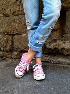 Pink converse & distressed boyfrien jeans