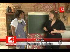Como costumizar uma geladeira com tinta de lousa e tecido