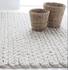 how sweet to be a cloud: tapis doux. Crochet Home, Crochet Crafts, Yarn Crafts, Knit Crochet, Diy Crafts, Knitted Rug, Wool Rug, Yarn Projects, Knitting Projects