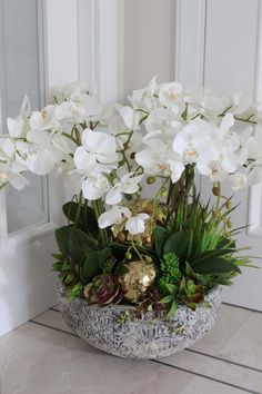 artificial orchid - elegance and high quality Potted Orchid Centerpiece, Orchid Flower Arrangements, Vase Arrangements, Beautiful Flower Arrangements, Beautiful Flowers, Silk Orchids, Orchids Garden, Orchid Plants, White Orchids
