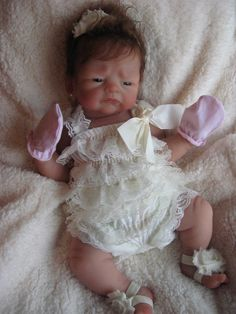 Tea is a full body silicone baby girl, anatomically correct, order her now at… Life Like Baby Dolls, Life Like Babies, Silicone Reborn Babies, Silicone Baby Dolls, Baby Tea, Dolls For Sale, Full Body, Crochet Baby, Flower Girl Dresses