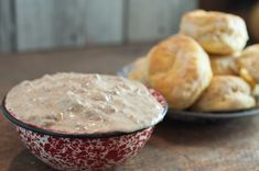 Theres nothing as good as Homemade Sausage Gravy and its really simple to make! A great weekend breakfast and even an easy weeknight supper! Breakfast Cookies, Breakfast Dishes, Breakfast Recipes, Brunch Recipes, Breakfast Ideas, Homemade Sausage Gravy, Sausage Gravy And Biscuits, Sausage Breakfast, Biscuit Recipe