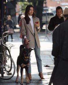 Looks Street Style, Model Street Style, Emrata Instagram, Emily Ratajkowski Style, Me And My Dog, Jeans Boyfriend, Elegantes Outfit, Mode Vintage, Parisian Style