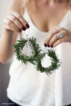 fast and cheap DIY Christmas decorations yourself. - Make fast and cheap DIY Christmas decorations yourself. -Make fast and cheap DIY Christmas decorations yourself. - Make fast and cheap DIY Christmas decorations yourself. Christmas Decor Diy Cheap, Cute Christmas Decorations, Modern Christmas Decor, Christmas On A Budget, Scandinavian Christmas, Christmas 2019, Simple Christmas, Winter Christmas, Handmade Christmas