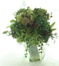 プティブドン様へお届けした秋色あじさいのブーケ。花はなくてもいいくらい、という打ち合わせ時のお話でほんとに花はなしで、実だけで。そのかわり実はたくさん。お... Green Flowers, Faux Flowers, Artificial Flowers And Plants, Garden Styles, Flower Decorations, Wedding Bouquets, Floral Arrangements, Succulents, Bloom