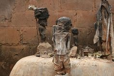 Hoodoo Magick Rootwork: Voodoo Altar with fetishes, Bénin, Africa; photo by Dominik Schwarz. Monkey Island, Africa Setentrional, West Africa, Voodoo Hoodoo, Voodoo Spells, Haiti, Religion In Africa, Rose Croix, Art Magique