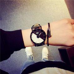 Đồng hồ giá rẻ, dành cho phái nam lẫn phái nữ, giá chỉ từ 100k, bạn đã sở hữu ngay một em đồng hồ cá tính và chất lượng, hiếm có trên thị trường VN.