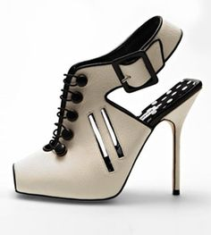 Stileggendo....spunti di vista: La quinta essenza delle scarpe...Manolo Blahnik