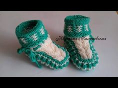Knit Baby Dress, Knitted Baby Clothes, Crochet Baby Shoes, Crochet Hats, Cutwork Embroidery, Knitted Booties, Baby Boots, Crochet Stitches, Baby Knitting