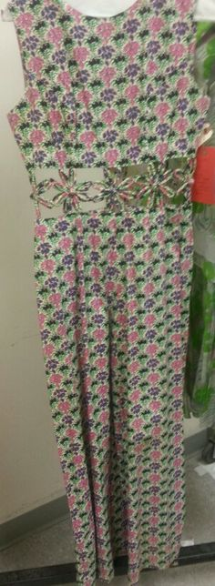 #Vintage #Flowers   These crop cuts fit me so well! Flashback outfit for a photo shoot.   www.TieiraRyder.com
