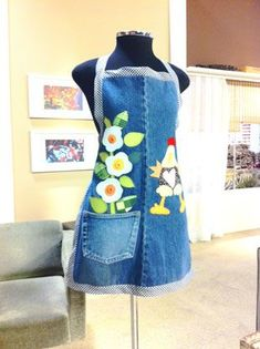 Upcycle old jeans into a cute apron! Diy Jeans, Jean Crafts, Denim Crafts, Jean Diy, Artisanats Denim, Jean Apron, Cute Aprons, Denim Ideas, Sewing Aprons