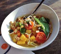 myindigo Herrnau in Salzburg;Veggie curry with pineapples and sweet potatoes Vegan Food, Vegan Recipes, Red Curry Chicken, Salzburg, Couscous, Quick Meals, Sweet Potato, Cravings, Veggies