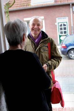 Welzijn Nieuwe Stijl in de praktijk. Door achter voordeuren te komen en intensief samen te werken in de wijk.