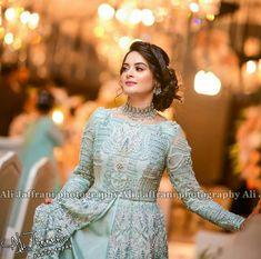 My life ❤️ 😍 . Walima Dress, Pakistani Formal Dresses, Frock Fashion, Fashion Dresses, Pakistani Bridal Hairstyles, Desi Wedding Dresses, Sr K, Sari Blouse Designs, Bridal Photoshoot