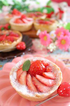 キャラメルチョコクリームとカスタードクリームの苺タルト♡