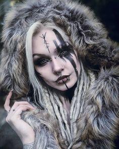 Viking Power, Viking Warrior, Viking Queen, Viking Woman, Halloween Make Up, Halloween Face Makeup, Viking Makeup, Demon Drawings, Norse Pagan