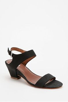 Black and thick sandals with heal