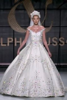 Ralph & Russo Look LOOK 54 Ralph & Russo Look LOOK 54 Gorgeous Embellished Off Shoulder A-Lane Princess Wedding Dress / Bridal Ball Gown with Long Train. Collection Spring Summer 2019 by Ralph & Russo Gold Wedding Gowns, Wedding Dress Chiffon, Wedding Dress Trends, Wedding Dress Styles, Dream Wedding Dresses, Bridal Dresses, Amazing Wedding Dress, Bridal Fashion Week, Beautiful Gowns