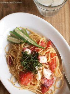 蛸とトマトのガリバタ醤油パスタ。