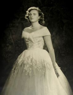 Infanta Pilar of Spain as a young woman.  Glamorous. She didn't have that Bourbon look yet.