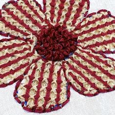 Most current No Cost hand embroidery flower design tutorial Strategies Hand Embroidery Flower Designs, Hand Embroidery Videos, Hand Embroidery Stitches, Crewel Embroidery, Beaded Embroidery, Cross Stitch Embroidery, Bordado Floral, How To Start Knitting, Crochet