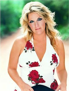 Listen to music from Trisha Yearwood like She's In Love With The Boy, She's In Love With The Boy - Single Version & more. Find the latest tracks, albums, and images from Trisha Yearwood. Country Female Singers, Country Western Singers, Country Music Artists, Country Music Stars, Country Musicians, Country Women, Country Girls, Country Living, Trisha Yearwood