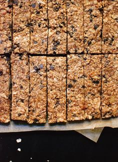Chewy, no-bake, healthy granola bars made simply with oats, honey, almond or peanut butter and chocolate chips. A simple and delicious gluten-free recipe!
