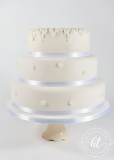 We produces delicious handmade and beautifully decorated cakes and confections for weddings, celebrations and events. Handmade Wedding, Celebration Cakes, Celebrity Weddings, Heavenly, Cake Decorating, Wedding Cakes, Celebrities, Shower Cakes, Wedding Gown Cakes